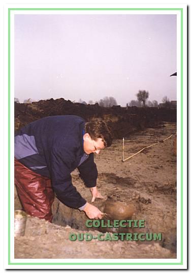 Opgraving pottenstapel door Wil Steeman.