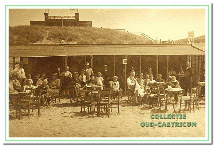 Het strandpaviljoen van Dirk Bakker in 1924.
