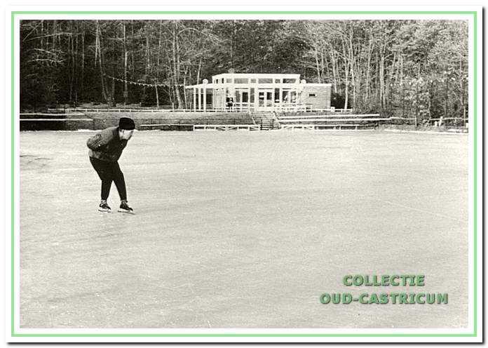 Dick Molenkamp op zijn alternatieve ijsbaan bij Onderlangs.