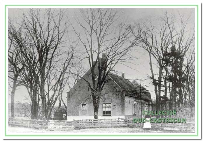 Ontginningsboerderij Johanna's Hof voor 1927. De lange boerderij lag evenwijdig langs het Koningskanaal, met de voorgevel naar het oosten. Opvallend is de overeenkomst met boerderijen in het Zuid-Hollandse kustgebied.