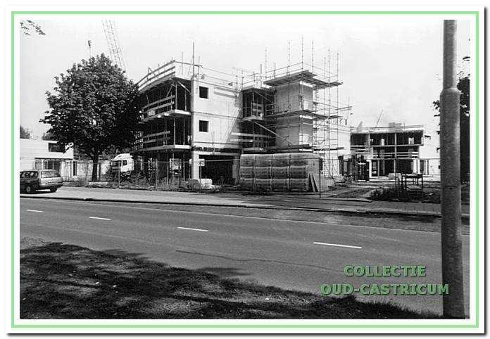Bouw van nieuwe woningen aan de Kleibroek bij de school de Sokkerwei.