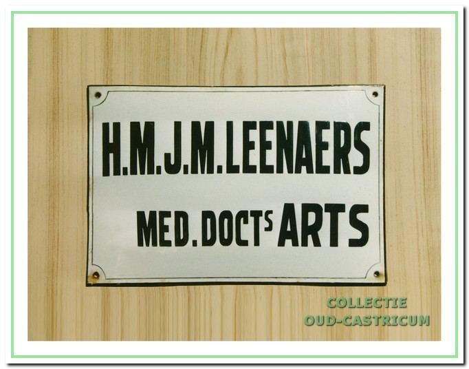 Naambordje van dokter Leenaers.