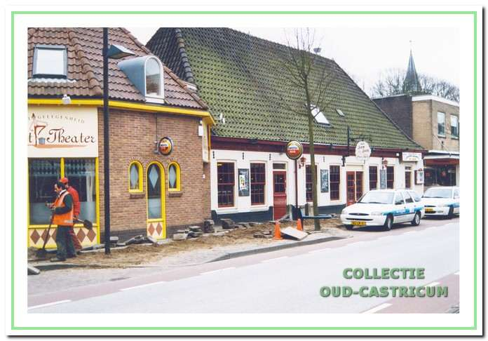 Eetgelegenheid Het Theater, dancing 'Sands' en café Sam-Sam aan de Dorpsstraat 75-77 in Castricum.