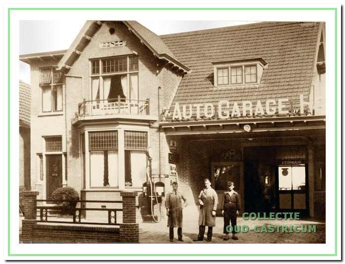 De villa Dorpsstraat 7, kort na de gedeeltelijke verbouw tot garagebedrijf. Op de plaats in de voorgevel, waar eerder als naam 'Elizabeth' stond aangegeven, staat nu 'Agnes'.