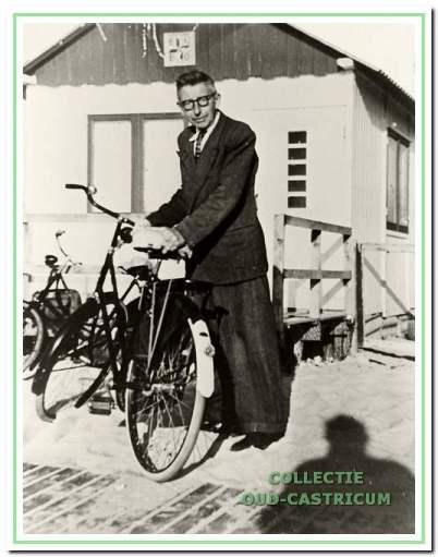 Sip Veenstra eerste voorzitter EHBO bij de strandpost.
