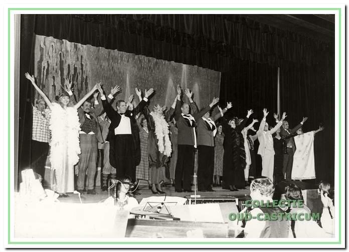 """Toneelvereniging Pancratius. De musical """"De Kleine Parade"""" werd opgevoerd tijdens het 50 jarig jubileum."""