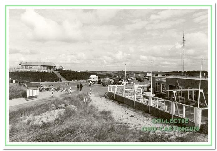 Rechts het paviljoen De Jutter voorheen Duinzicht, en links het restaurant De Kim aan de Zeeweg in Castricum aan Zee.