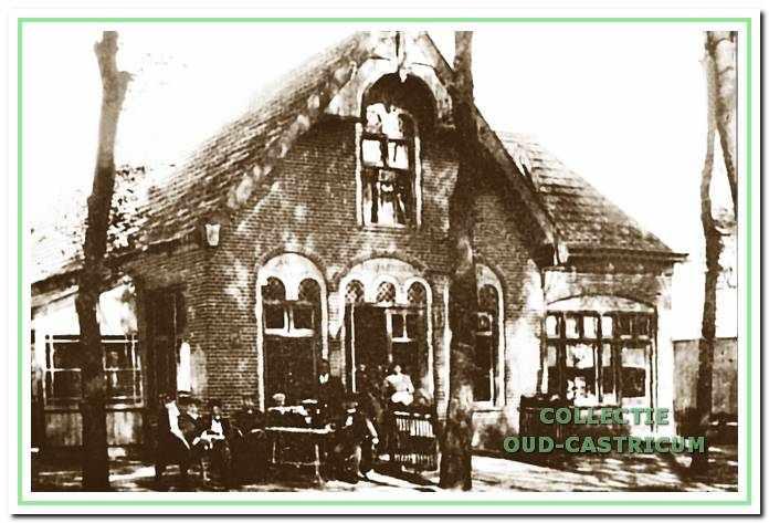 1910, Burgemeester Mooijstraat 39: het vroegere theehuis de Harmonie, voor velen een opsteek naar het Provinciaal Zieken huis Duin en Bosch, nu al jaren lang een chinees restaurant. De eerste eigenaar is P. Schotvanger.