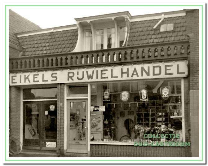 De rijwielhandel van Eikel aan de Dorpsstraat 51 in Castricum.