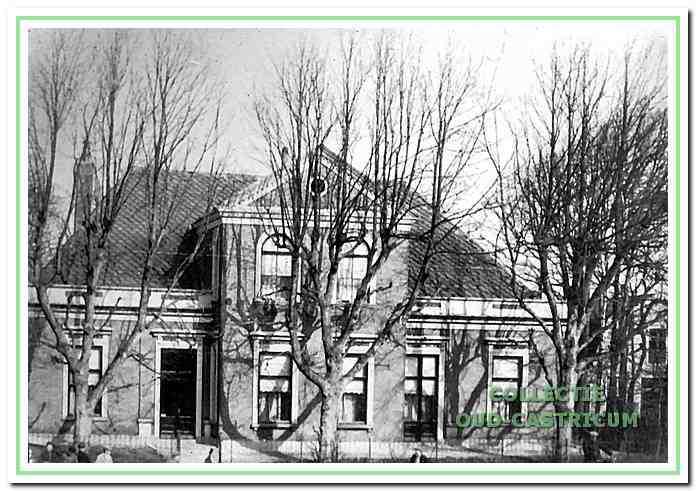 Patronaat gebouw aan de Dorpsstraat 64 in Castricum.