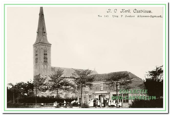 Foto uit 1900 van de drie huizen onder één kap, die werden gebouwd omstreeks 1895 op de plaats van de huidige panden Dorpsstraat 103 (woonhuis, annex slagerij) en Dorpsstraat 107 (een kleinschalig wooncomplex) In het rechterpand was toen een slagerij gevestigd, in het middenpand een boekhandel en in het linkerpand een kruideniers bedrijf.