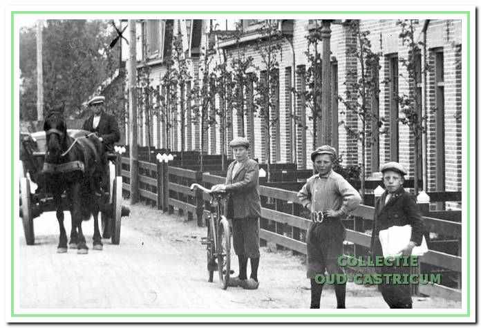 Een foto van de Sint Jozefwoningen, die in 1919 werden gebouwd. Deze woningen zijn in de oorlog niet afgebroken en bestaan nog steeds.