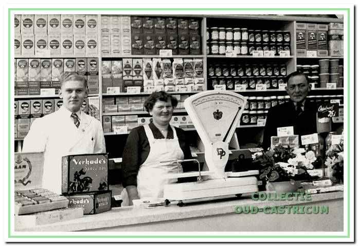 Henk Wokke met zijn vader en moeder.
