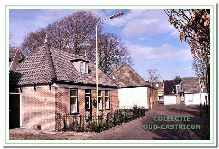 Huis van de familie Brandjes, daarachter de werkplaats van Johannes Res.