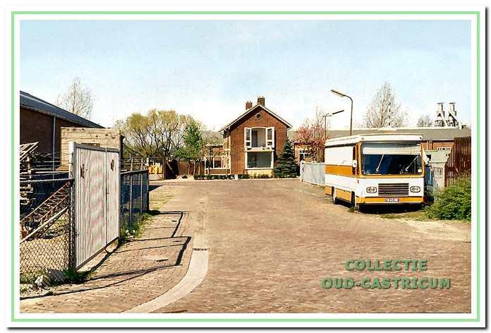 Het huis van Hopman en de timmerfabriek vanaf de Stetweg in Bakkum gezien.