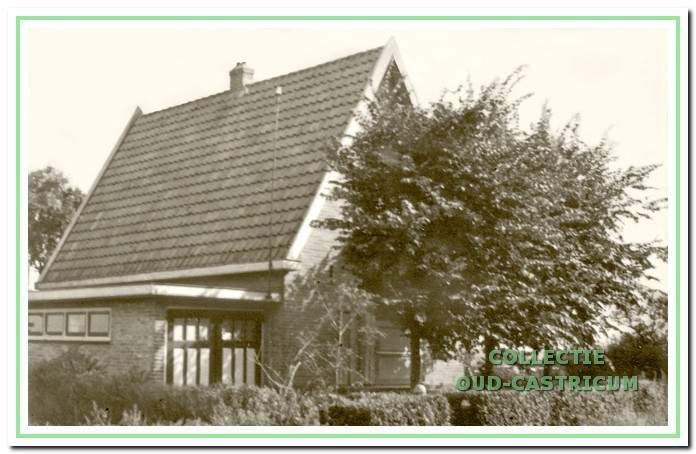 In dit nog vrij nieuwe huis woonde Karel van Welsenes (nr 18).