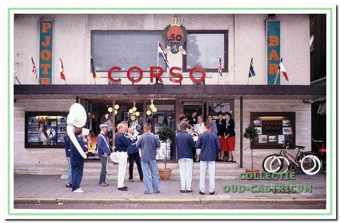 De bioscoop Corso wordt na een verbouwing heropend, achter de bioscoop was de Pjotr bar. De bioscoop bestaat 50 jaar.