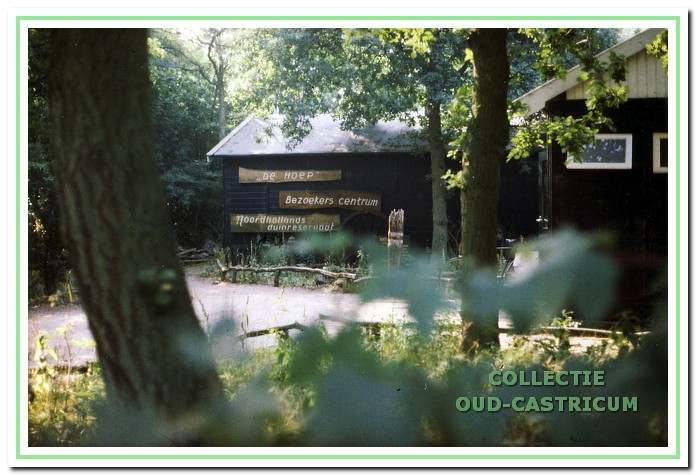 Het bezoekerscentrum de Hoep stond in 1995 aan de Zeeweg links van de oprit naar de parkeerplaats van de camping en werd ook wel het Weg Wijs Museum genoemd.