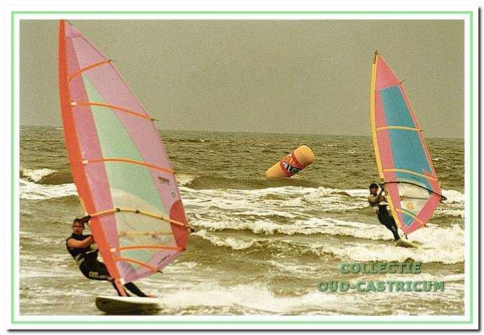 Surfers bij de Bakkum Wave Cup, Castricum aan Zee 1999.