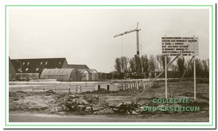Nieuwbouw woningen in opdracht van Stichting Eigen Woningbezit en Woningbouwvereniging Goed Wonen; aannemer bouwbedrijf Tromp BV.