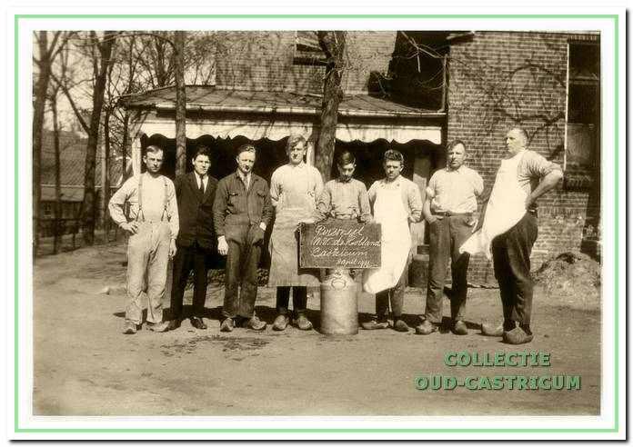 Personeel van de melkfabriek De Holland.
