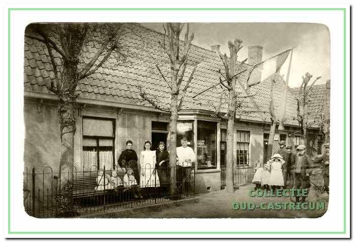 De bakkerij aan de Dorpsstraat, die Hendrikus Hemmer in 1902 kocht. In 1927 liet hij op deze plek een nieuw pand bouwen.