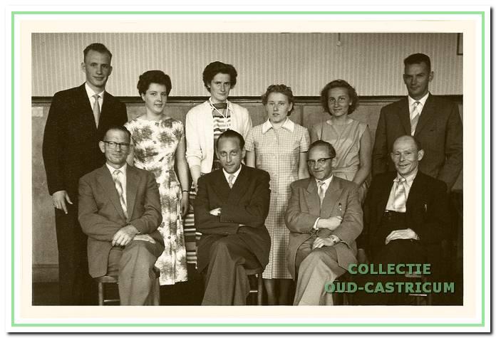 Het bestuur in 1957.