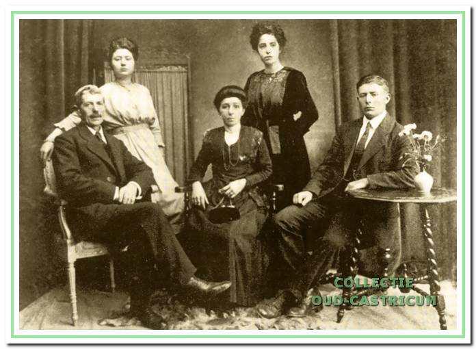 Het gezin van Bernardus Res en Trijntje Fraijman.