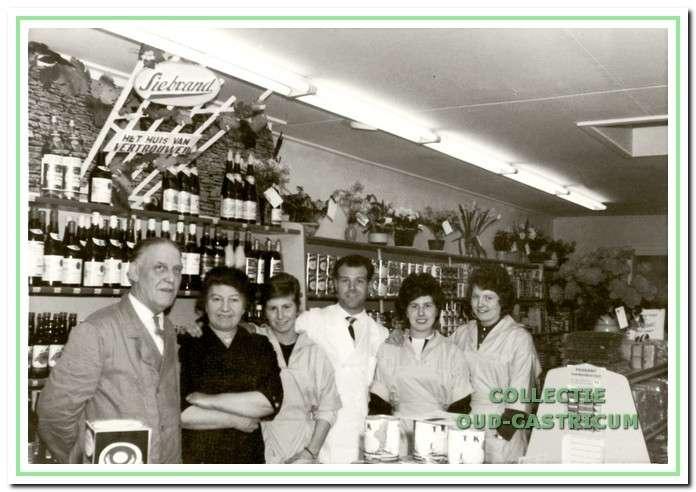 Heropening van de winkel van Stuifbergen in 1962.
