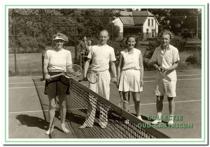 De finalisten bij het gemengd dubbelspel van de clubkampioenschappen 1950.