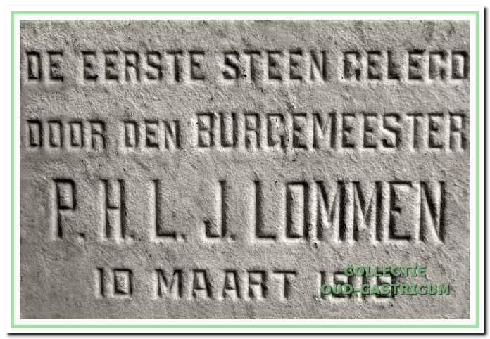 De eerste steen van de ambtswoning aan de Stationsweg.