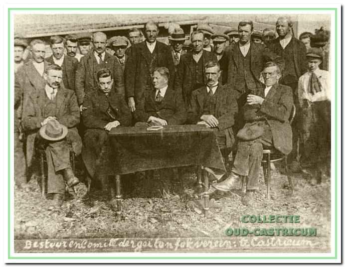 De R.-K. Geitenfokvereniging Castricum in 1920. Menig Castricummer is nog met geitenmelk groot gebracht.