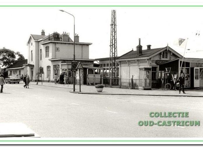 Het station kort voor de sloop; rechts ziet U nog een gedeelte van het VVV-kantoortje.
