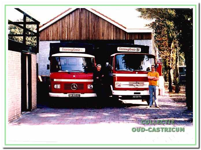 Vrachtwagens van Eierenglorie met links op de foto Nic Glorie en rechts Arie Stengs. Nu is hier de toegang tot het woonproject Eihof.