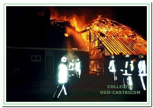 Doodweg 10. Brand in de boerderij van Piet van der Hulst in 1999.