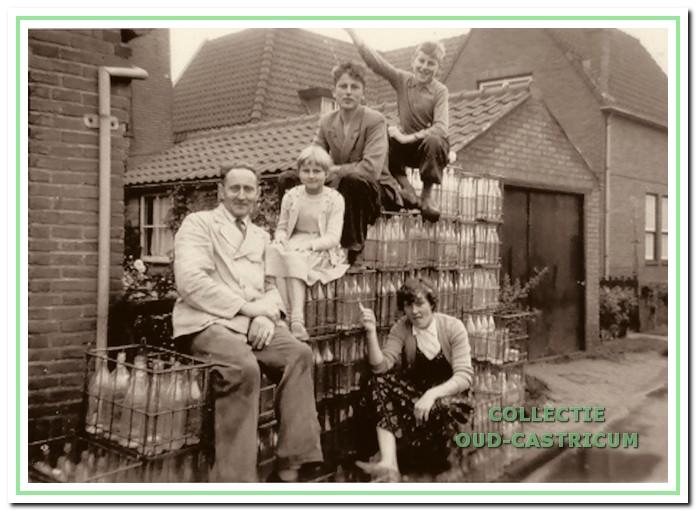 Jan Langeveld sr. met zijn kinderen.