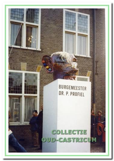 Het standbeeld van prins Hannes als profielschets van een nieuwe burgemeester.