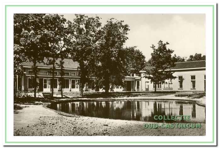 Voormalig TBC paviljoen De Wisk, afgebroken in 2011. Duin en Bosch, Oude Parklaan in 1950.