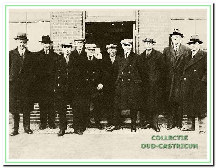 afb. 8 Aan de achterkant van het gemaal bij de in gebruik name van de nieuwe ruwoliemotor in 1934, het was het einde van het stoomgemaal.