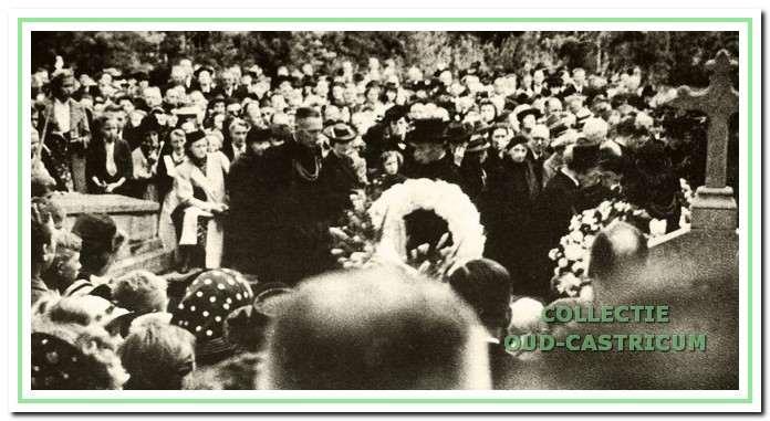 Meer dan 2000 mensen woonden de begrafenis van de geliefde dokter bij.
