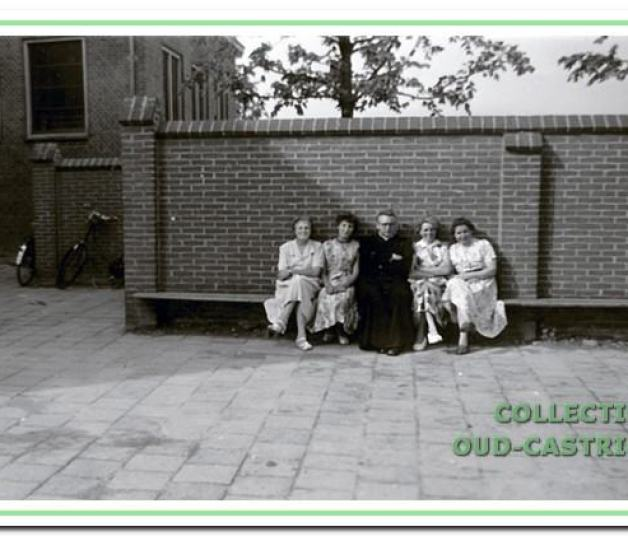De woning Dorpsstraat 20 waar het gezin Portegies zich in 1923 vestigde. Nu is het een café.