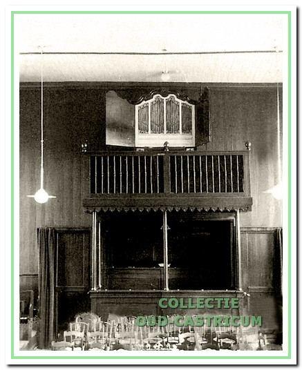 Het orgel, dat in 1893 door de echtgenote van dominee Reede werd geschonken.