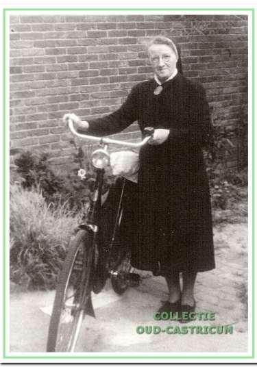 """Zuster J.M.P. Boelrijk, wijkverpleegster bij het Wit-Gele Kruis van 1928 tot 1946. Bij haar afscheid wordt zij door het 'Nieuwsblad voor Castricum· gekenschets als een """"kwiek figuur met heldere scherpe ogen die met haar opgewekt stemgeluid mensen aanmoedigt"""". Na haar pensionering is zij bij haar broer in Delft gaan wonen."""