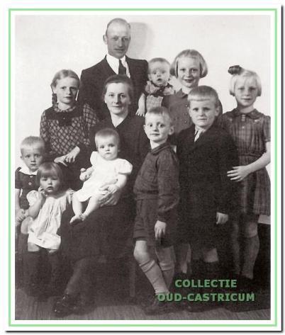 Bertus Schermer (1906-1974) woont vanaf 1945 met echtgenote Maria de Waard op nummer 3. Hun negen kinderen groeien hier op.
