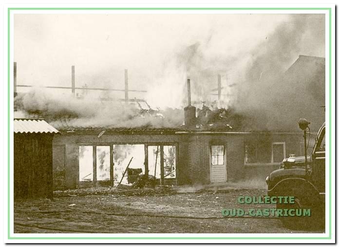 In maart 1966 brandt de houtwarenfabriek van Eling geheel af.