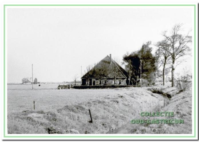 De boerderij van Comelis Mooij op de hoek van de Kooiweg 1 en Alkmaarderstraatweg.
