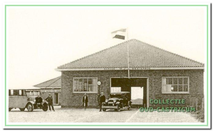De parkeergarage van Maarten Biesterbos in 1933.