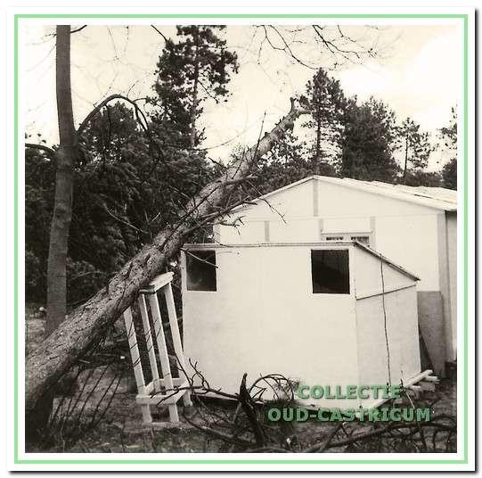 Storm op 3 april 1973. Het huisje van de familie Saft kwam met de schrik vrij.