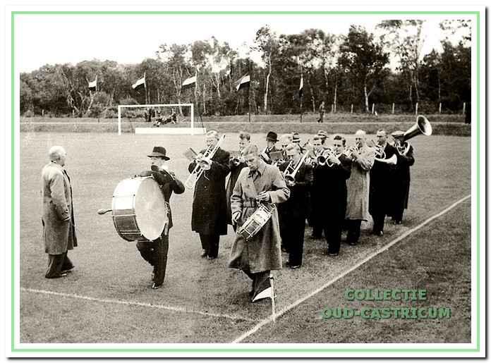 Het korps was ook regelmatig te horen op het voetbalveld van CSV aan de Zeeweg.