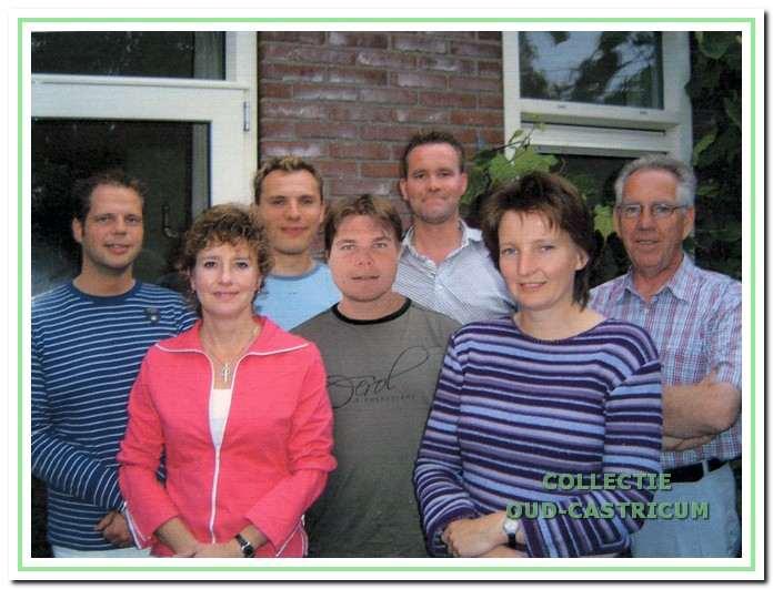 Het bestuur van Emergo anno 2004. V.l.n.r.: René Bos, Asirid Breetveld, Edgar Nijman, Patrick Nijman, Martien Baars, Martine Kuiper en Jo Heuberger.